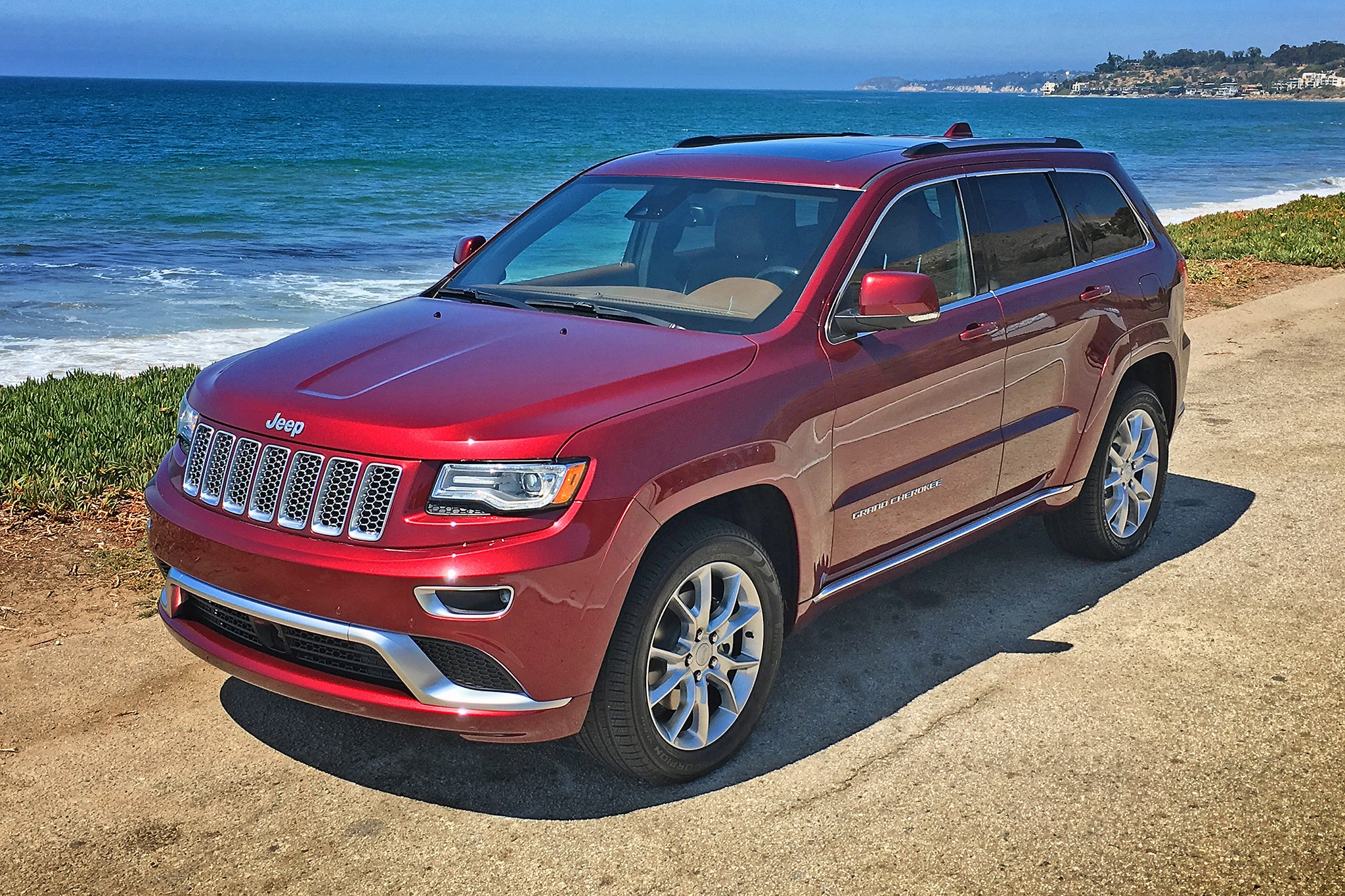 2016 Jeep Grand Cherokee Summit 4 4 EcoDiesel Front Three Quarter 02