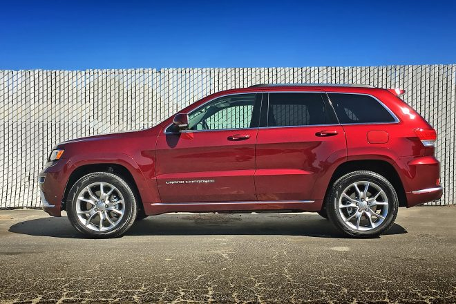 2016 Jeep Grand Cherokee Summit 4 4 EcoDiesel side profile