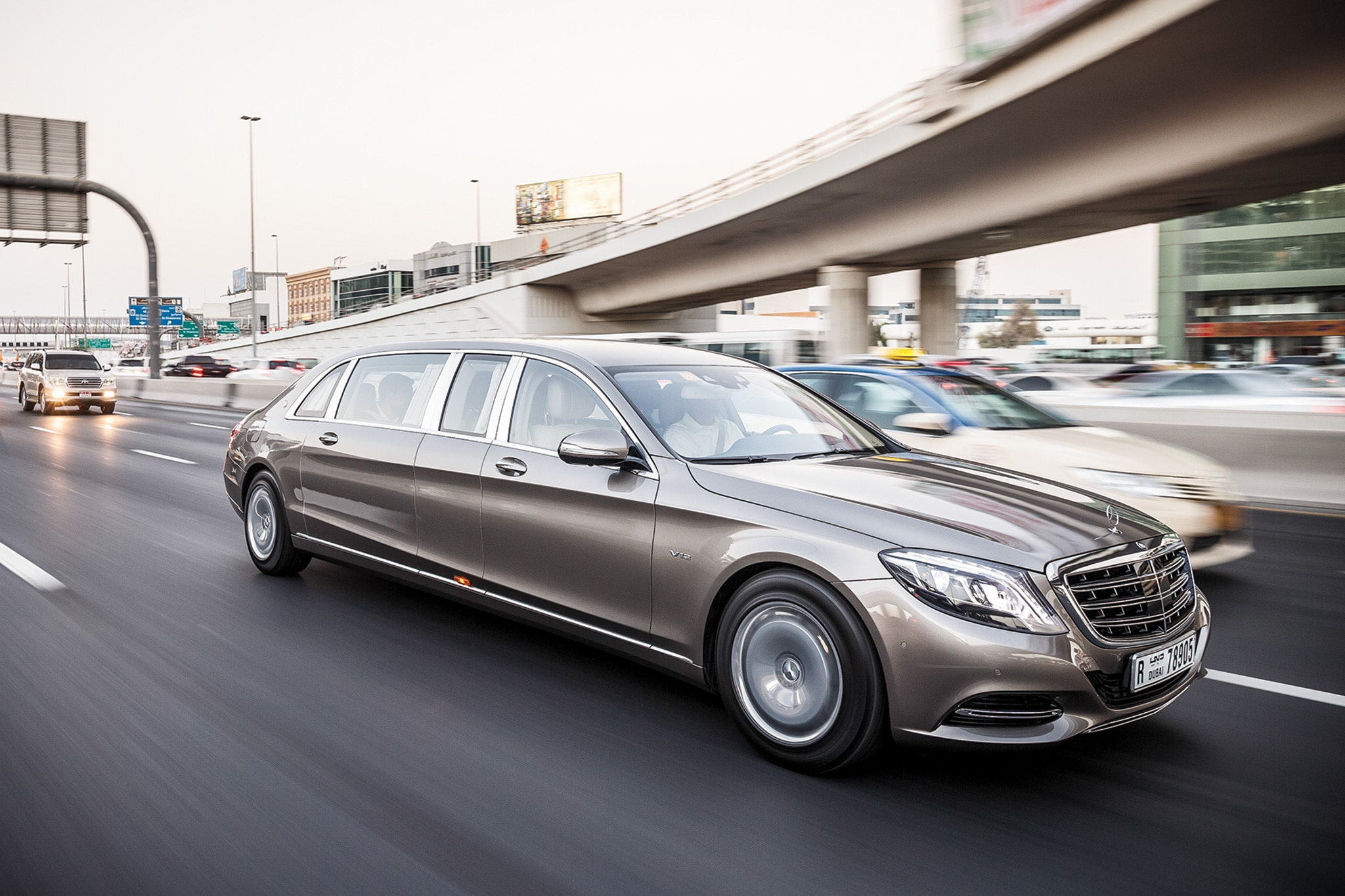 https://st.automobilemag.com/uploads/sites/11/2016/08/2016-Mercedes-Maybach-S600-Pullman-front-three-quarter-in-motion-06.jpg