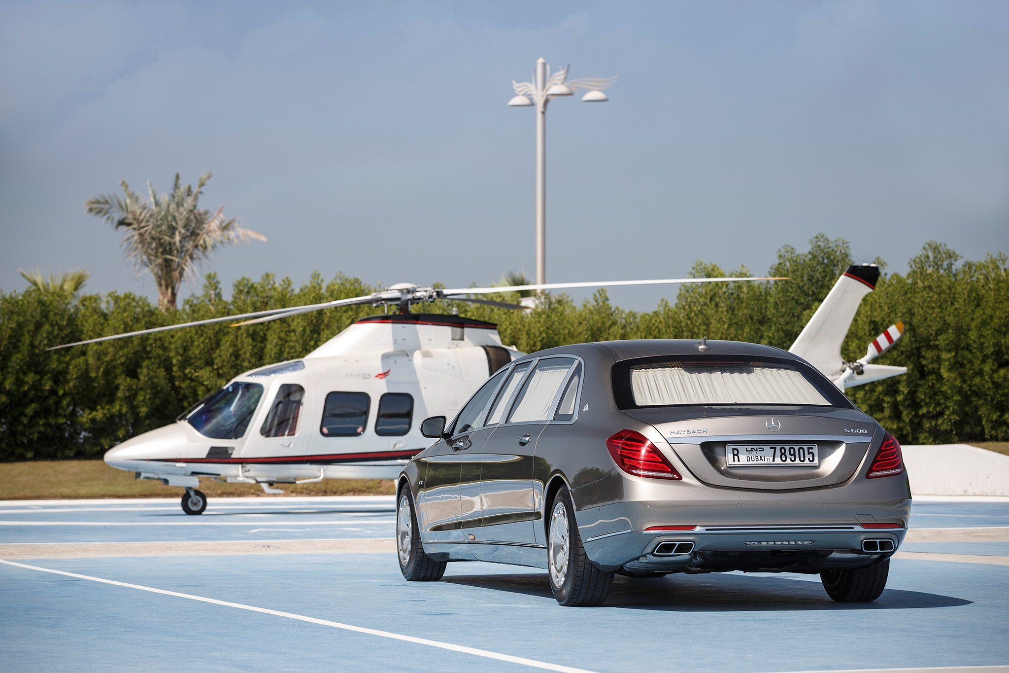 https://st.automobilemag.com/uploads/sites/11/2016/08/2016-Mercedes-Maybach-S600-Pullman-rear-three-quarter-03.jpg