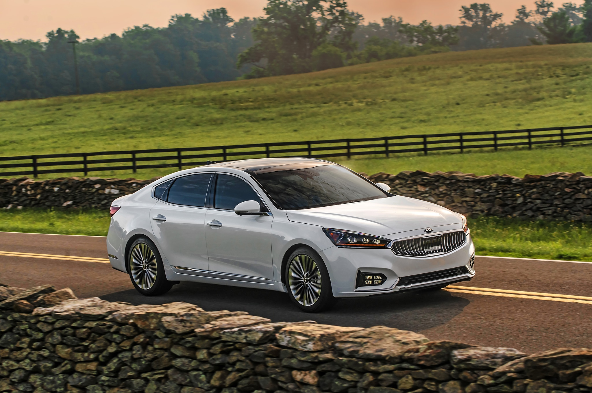 2017 Kia Cadenza SXL Front Three Quarter 07