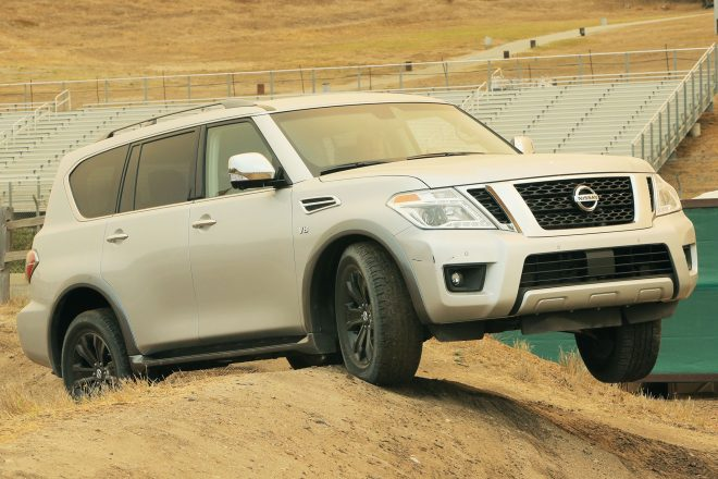 2017 Nissan Armada front end 02