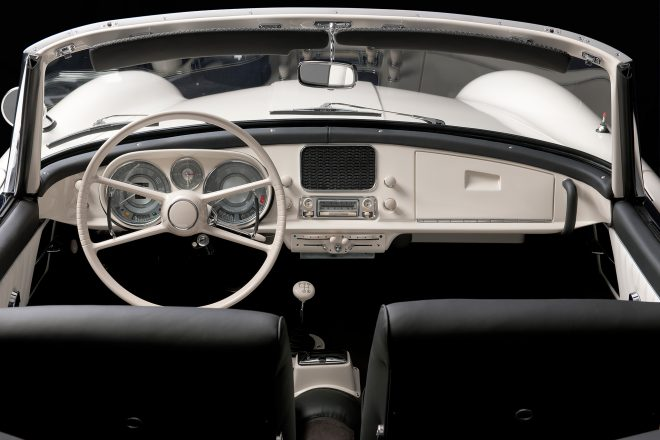 Elvis BMW 507 cabin 02