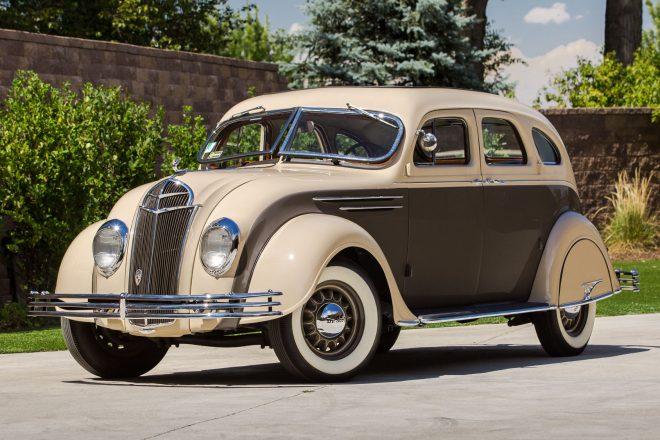 1935 DeSoto Airflow front three quarter