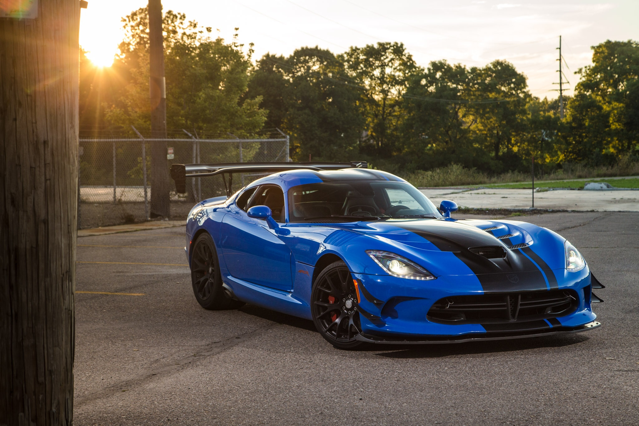 Dodge Viper 2017 Blue >> Masochists On Parade Cruising Woodward In A 2016 Dodge Viper Acr