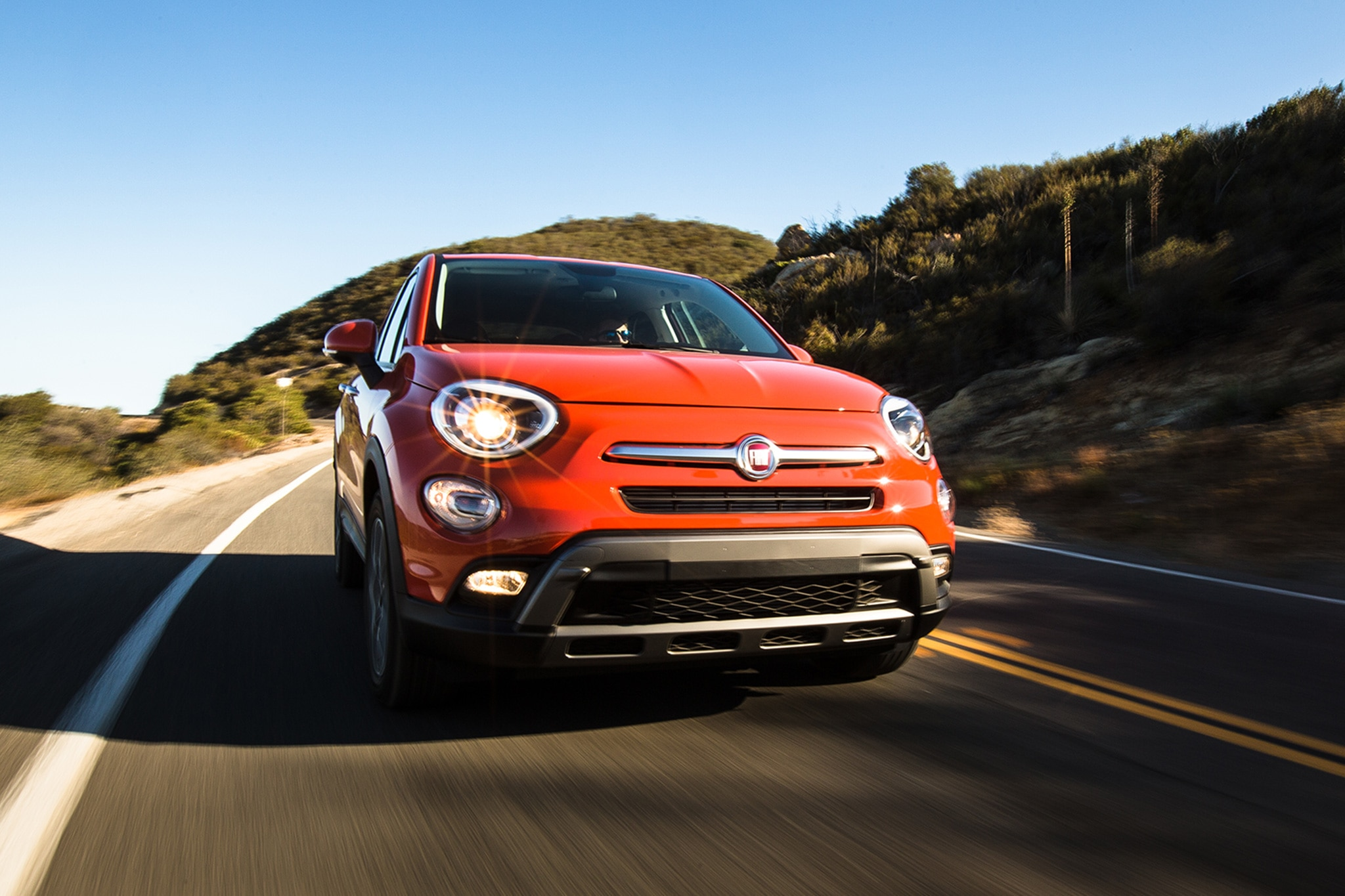 2016 Fiat 500X Trekking AWD Front View In Motion 03