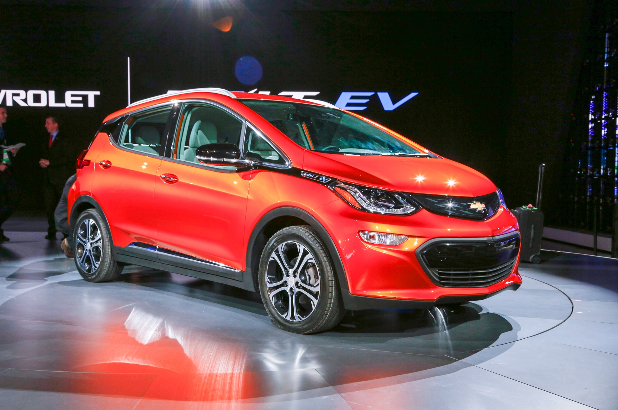 2017 Chevrolet Bolt EV Front Three Quarter 1