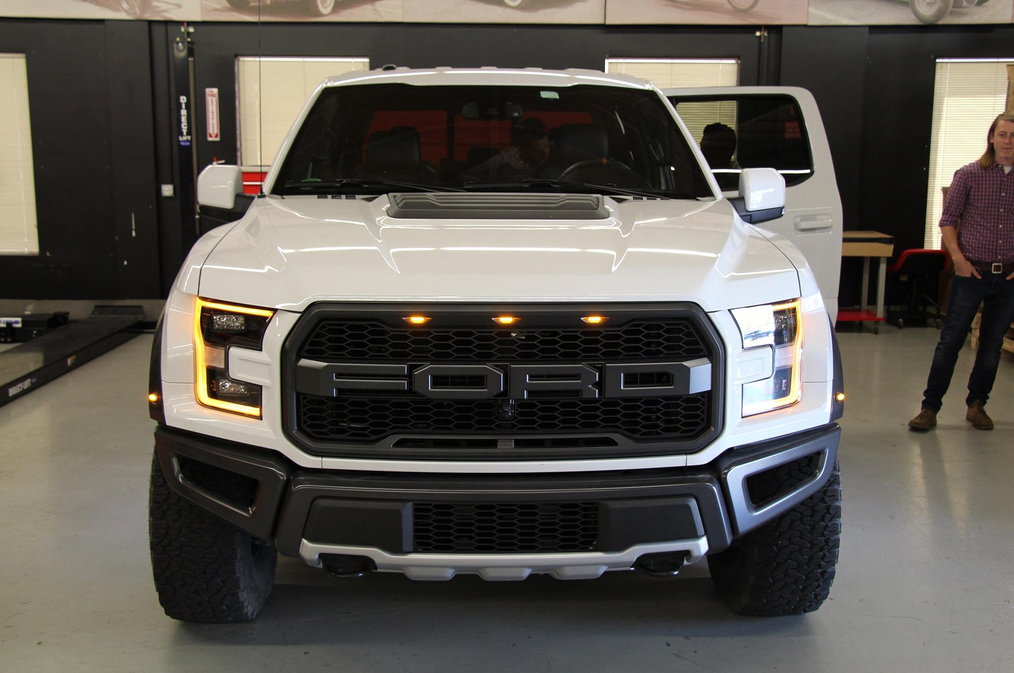 2017-Ford-F-150-Raptor-front