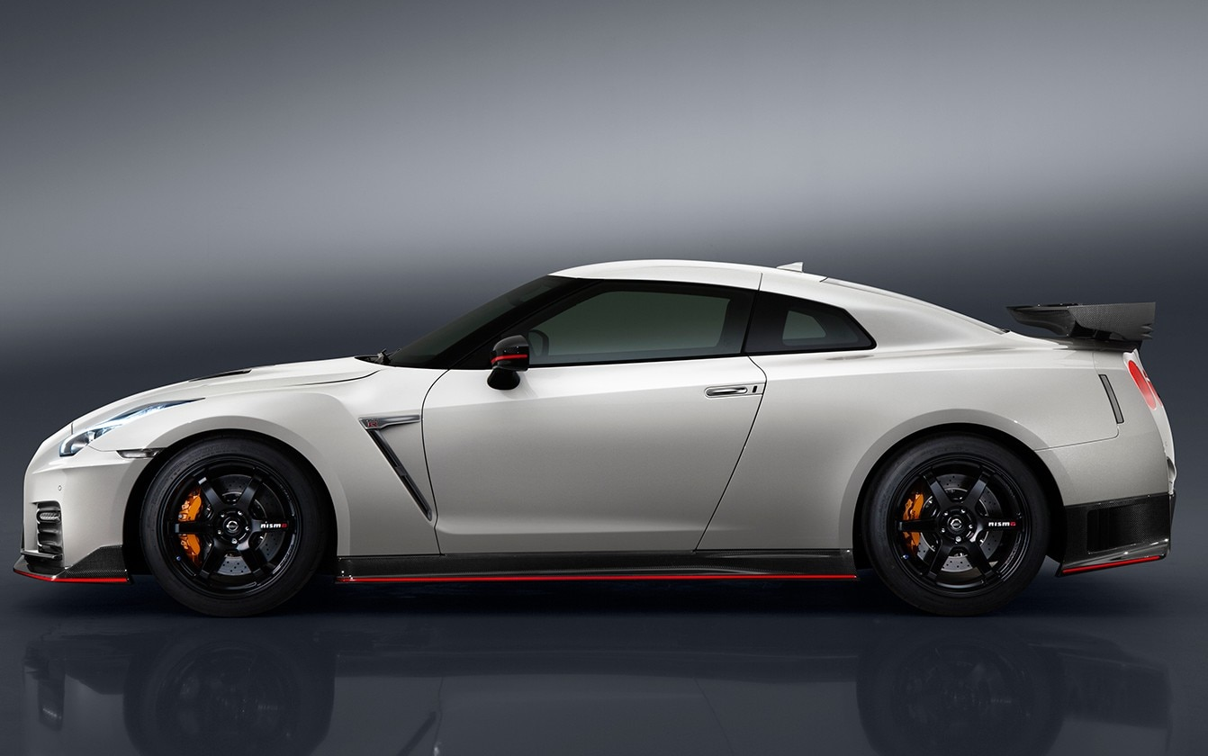 2017 Nissan Gt R Msrp >> 2017 Nissan GT-R Nismo Price Jumps $25,000 to $176,585 | Automobile Magazine