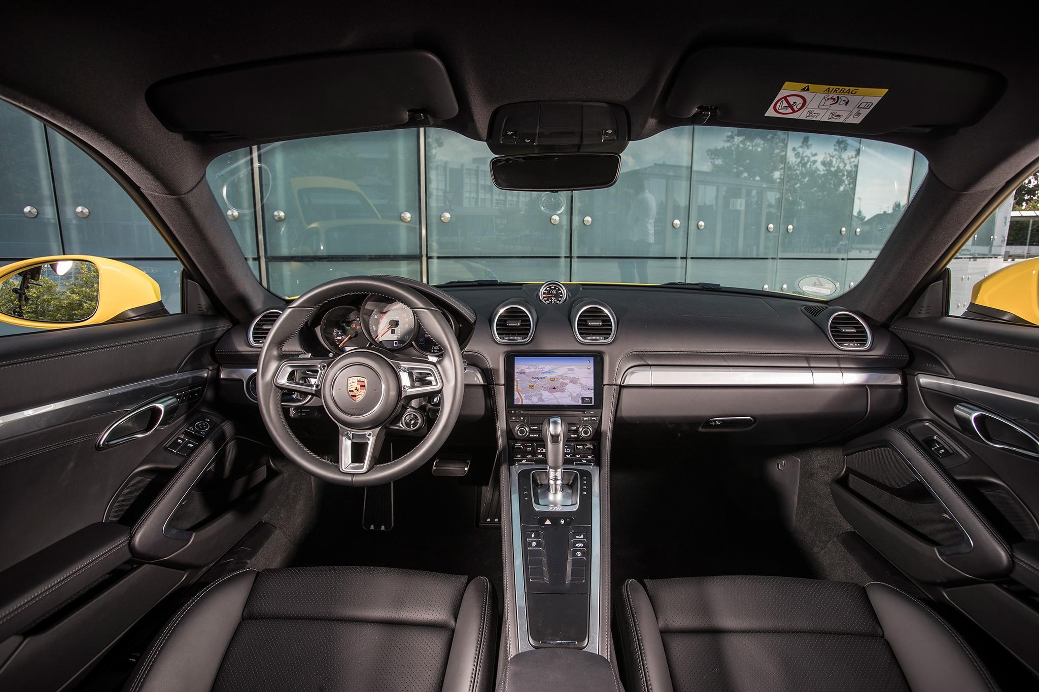 2017 Porsche Cayman S Cabin 01