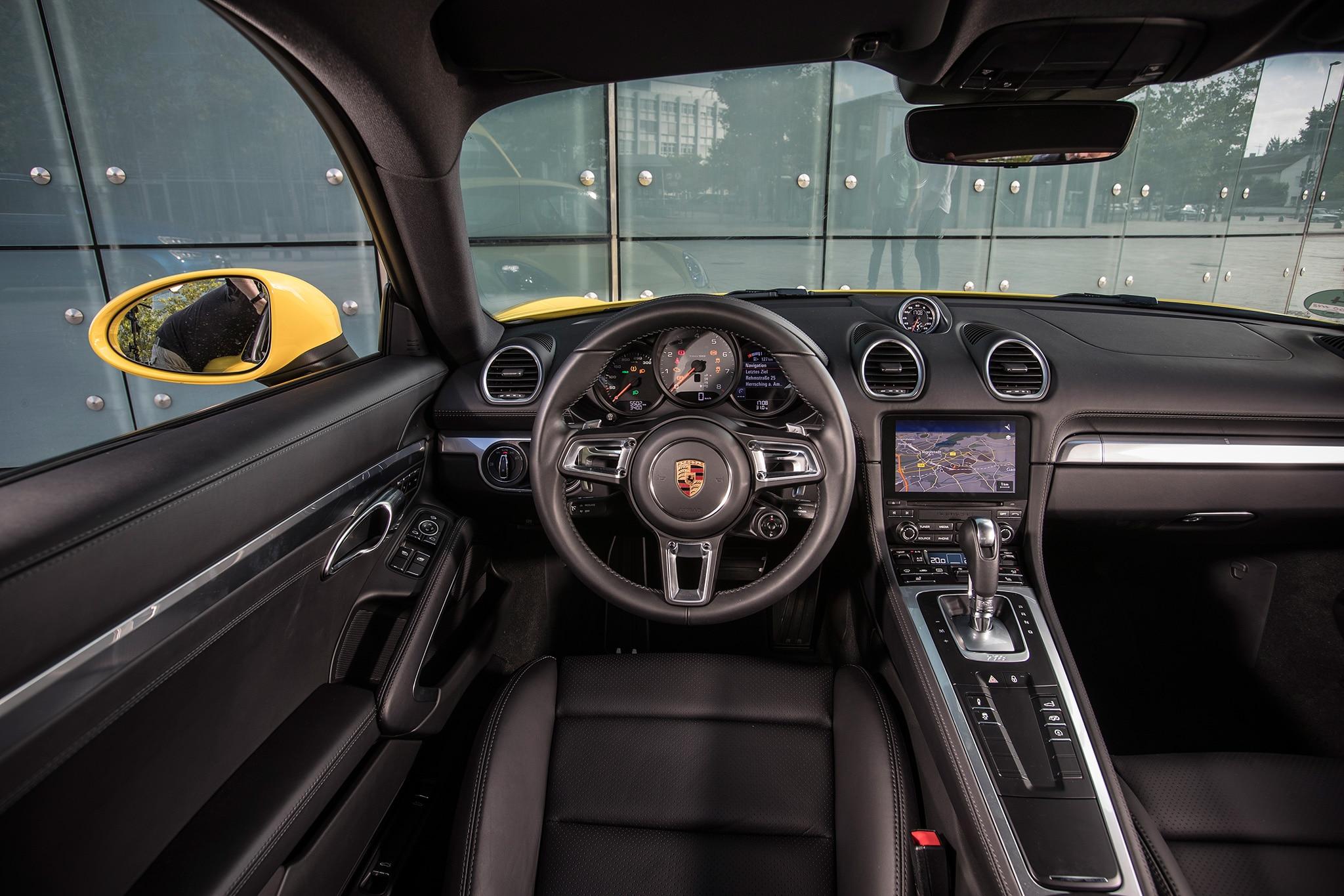 2017 Porsche Cayman S Cabin 02