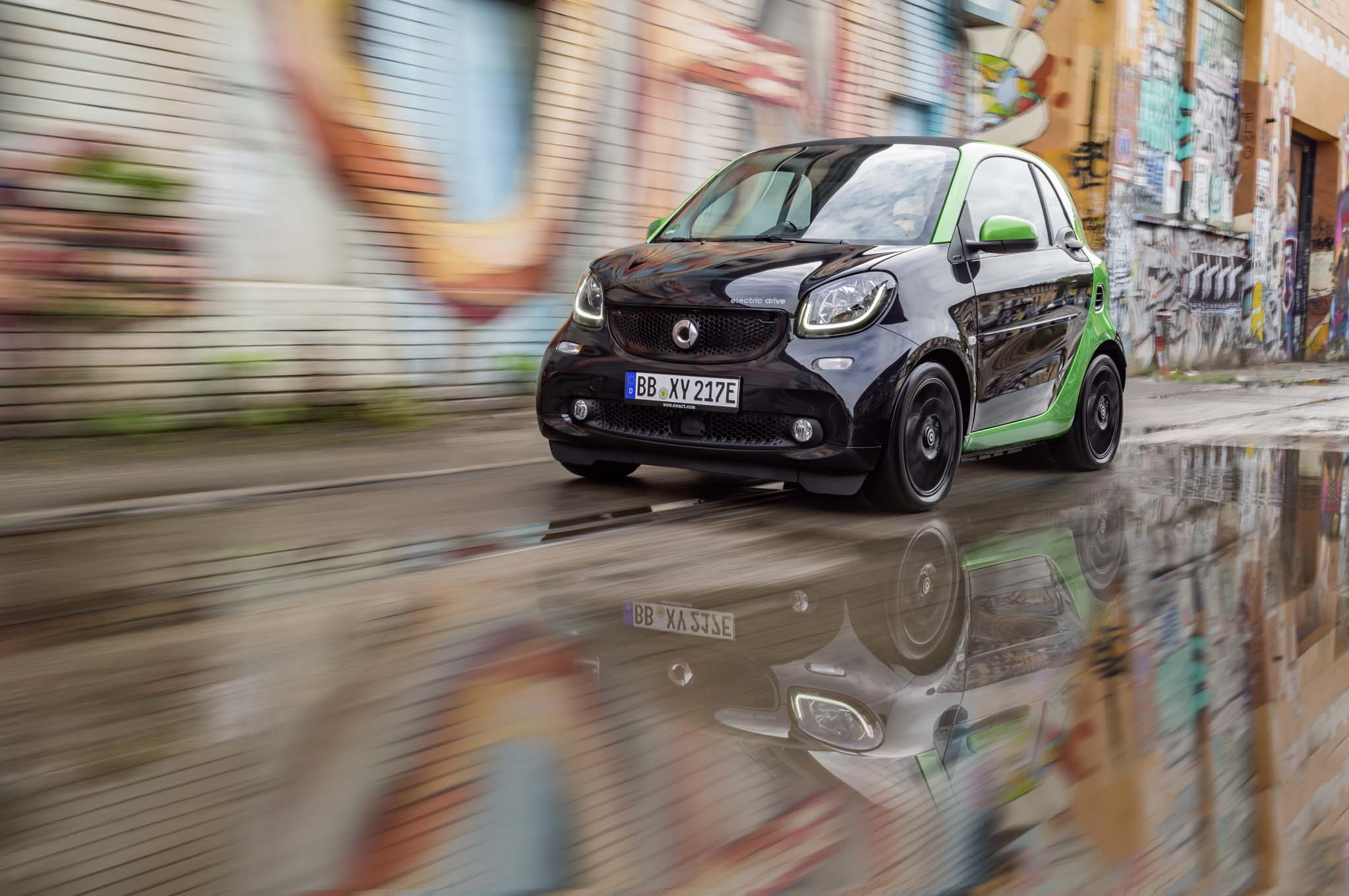 2017 Smart Fortwo Electric Front Three Quarter In Motion 1