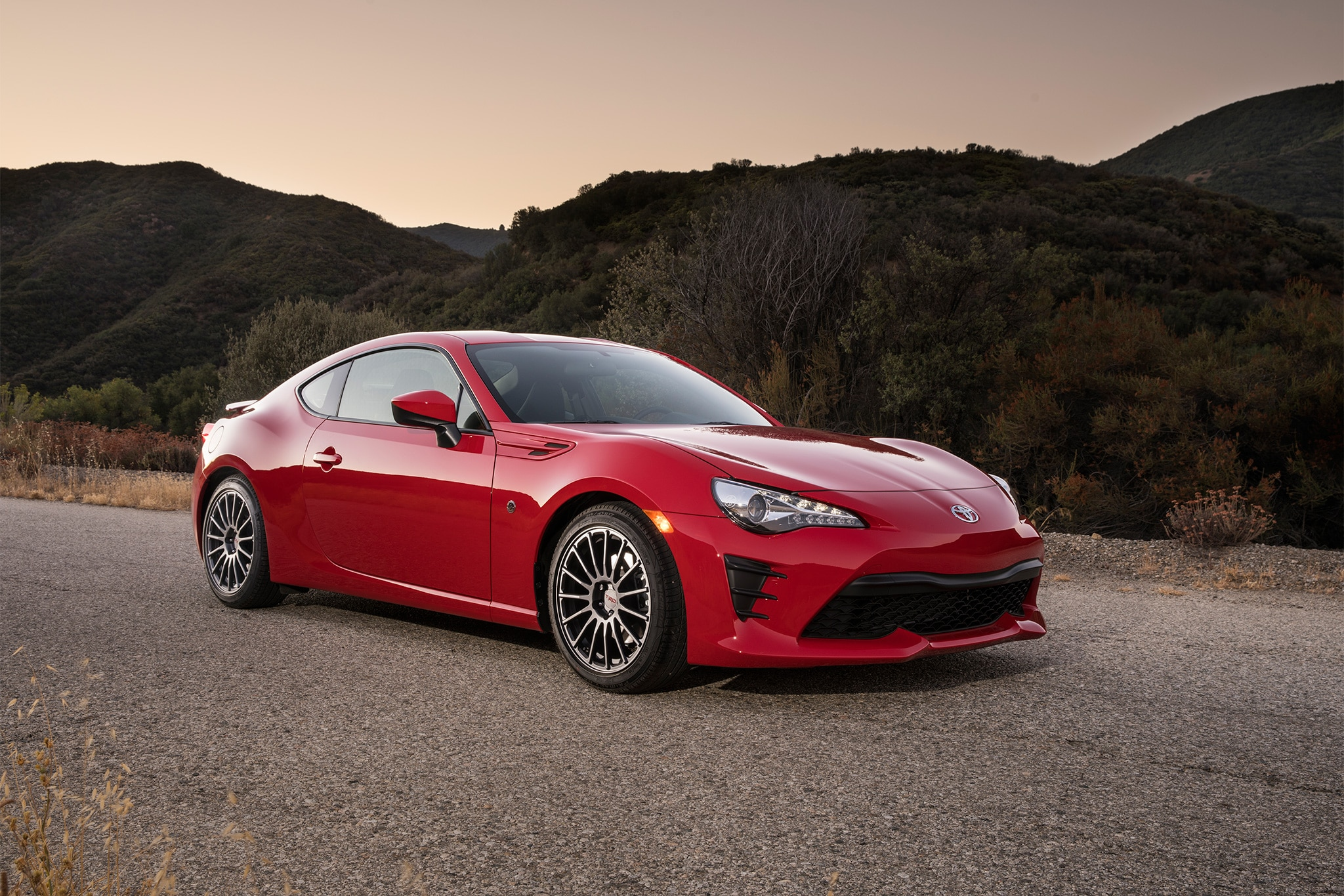 2017 Toyota 86 front three quarter 05