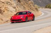 2017 Toyota 86 front three quarter in motion 01
