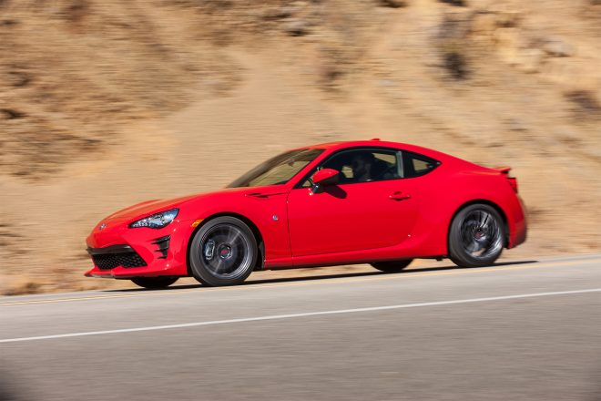 2017 Toyota 86 front three quarter in motion 02