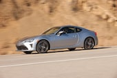 2017 Toyota 86 front three quarter in motion 10