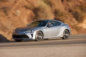 2017 Toyota 86 front three quarter in motion 13