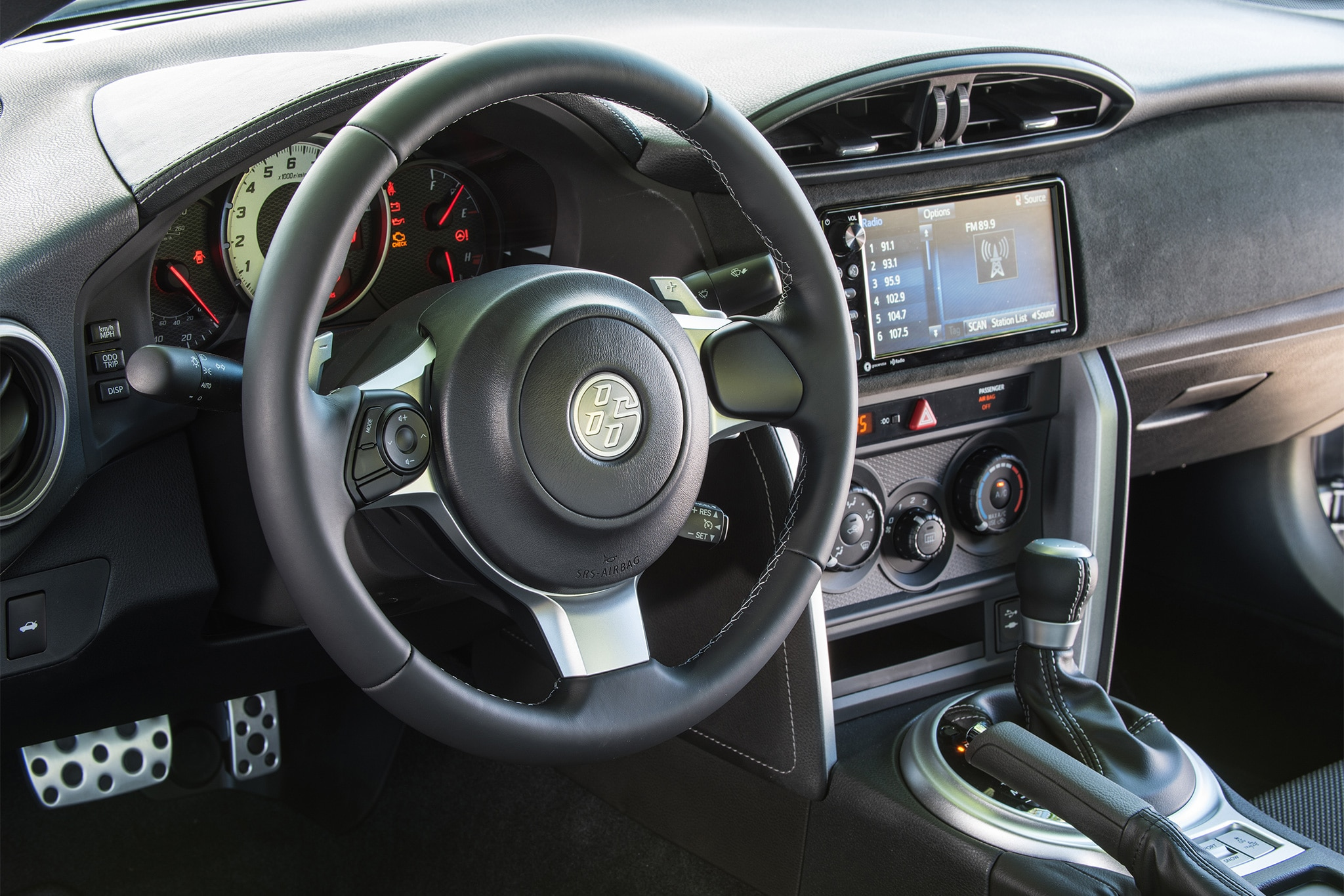 2017 Toyota 86 steering wheel and center stack