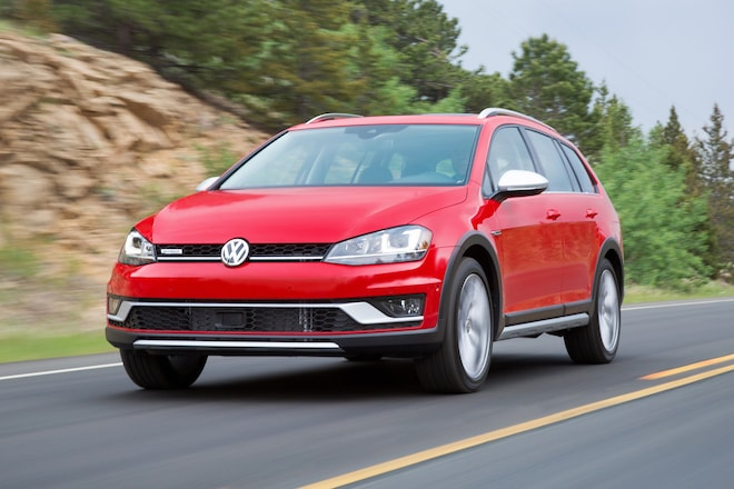 2017 Volkswagen Golf Alltrack Front Three Quarter In Motion 06 1