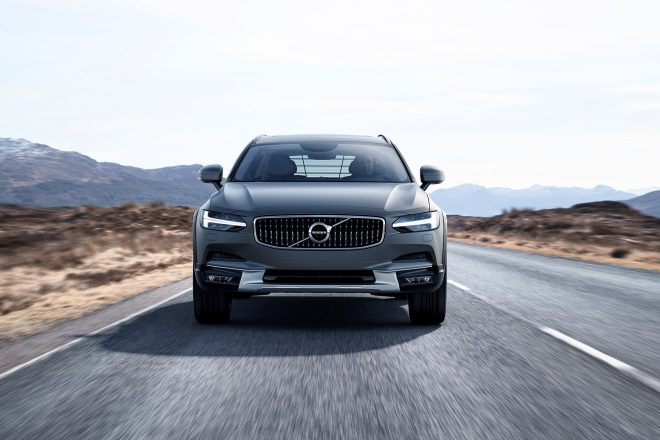 2017 Volvo V90 Cross Country front view in motion 01