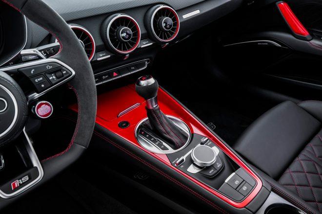 2018 Audi TT RS Coupe center console 01