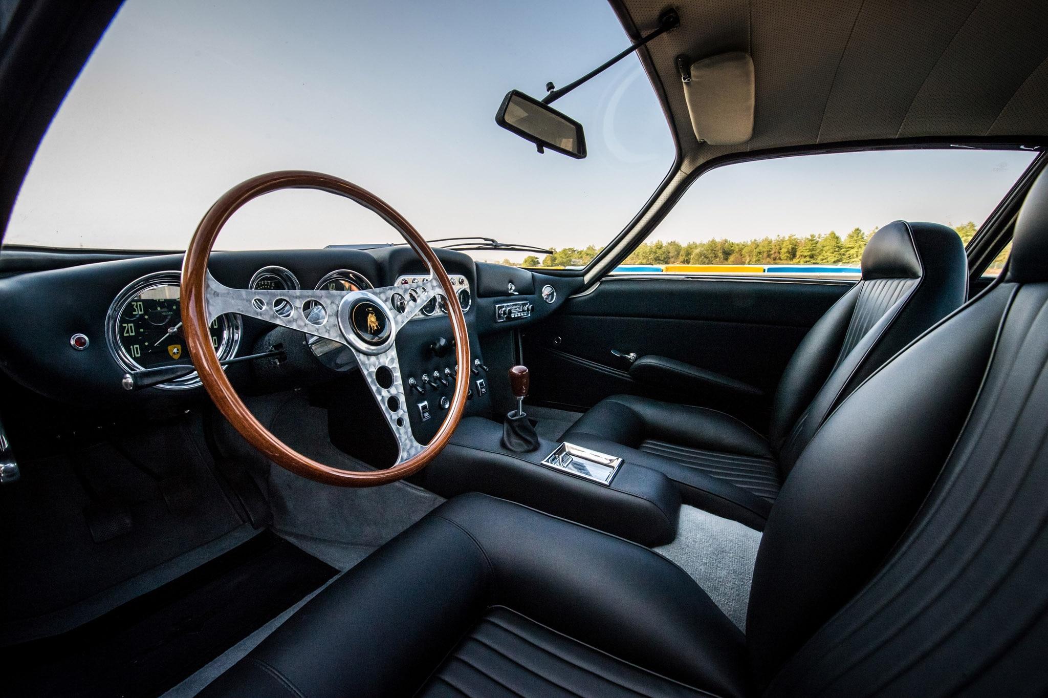 https://st.automobilemag.com/uploads/sites/11/2016/10/1964-Lamborghini-350-GT-interior-wheel.jpg