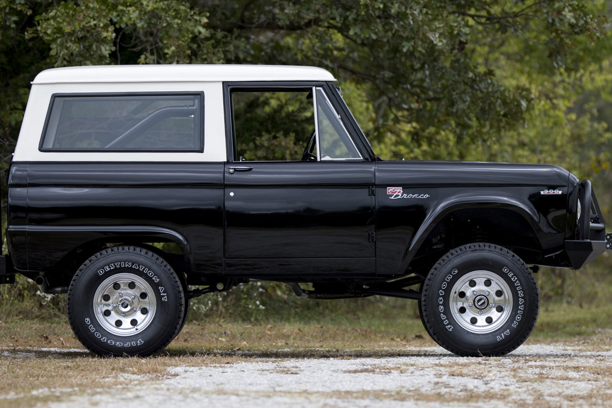 Sort Of New Ford Bronco Co Stars With The Rock In Upcoming Movie 1980 Frame Earlier This Year