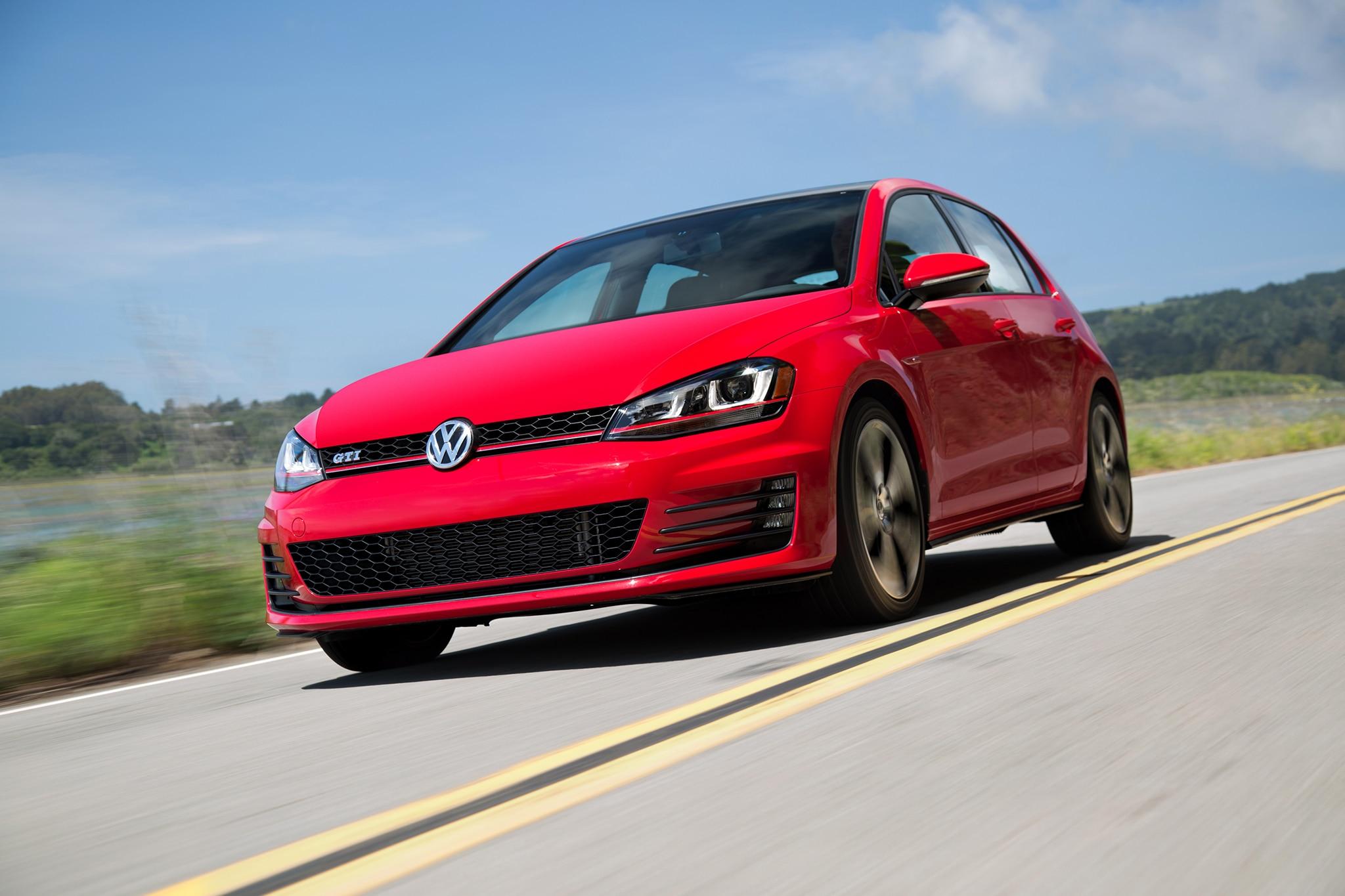 2016 Volkswagen GTI Front Three Quarter In Motion 03