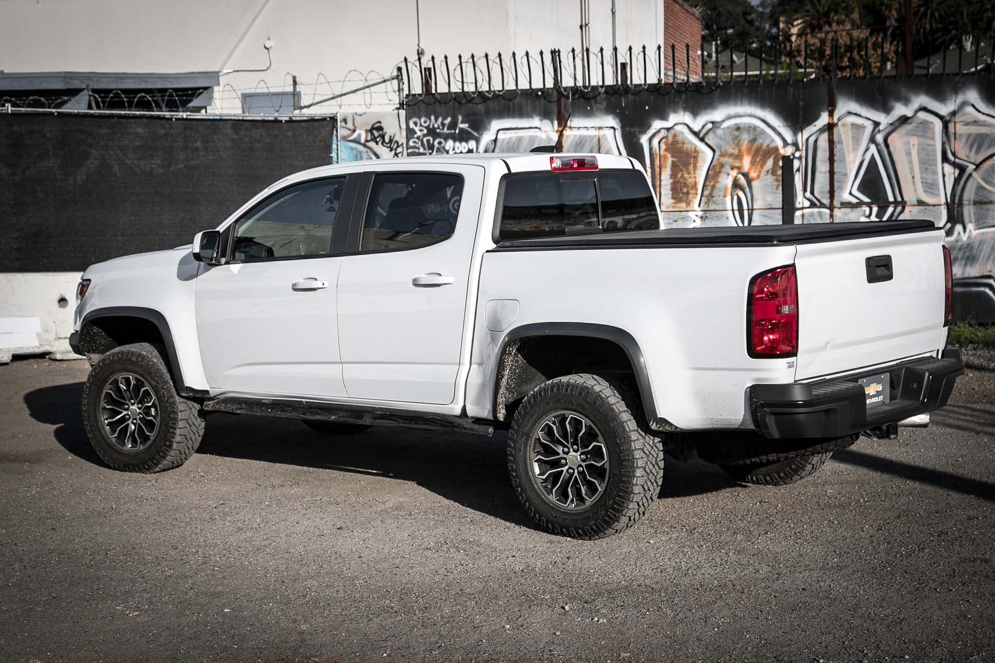2017 chevrolet colorado zr2 first drive review. Black Bedroom Furniture Sets. Home Design Ideas