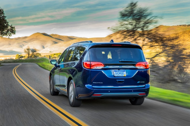 2017 Chrysler Pacifica Hybrid rear three quarter in motion 02