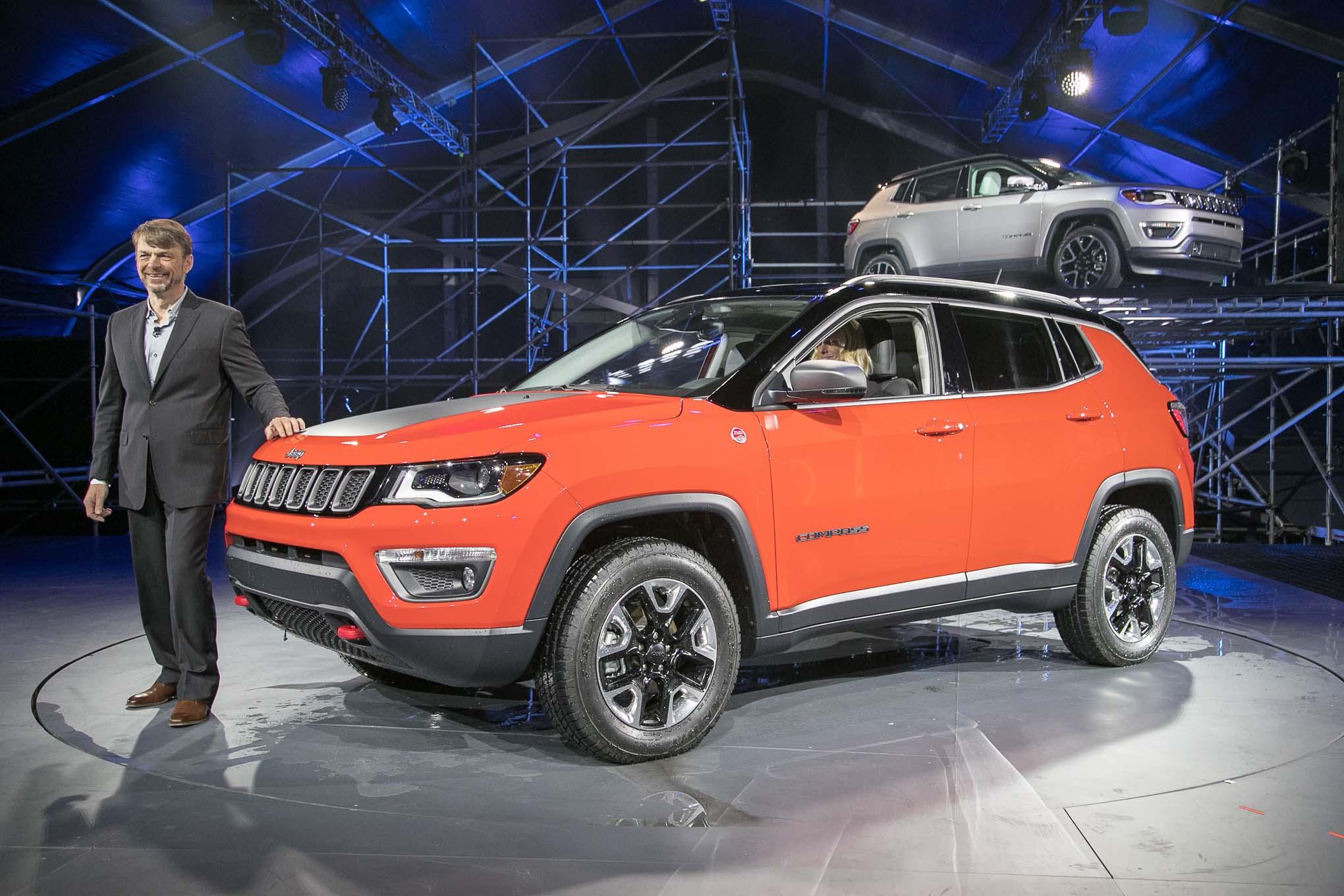 2017 Jeep Compass Trailhawk Front Three Quarter 02 1