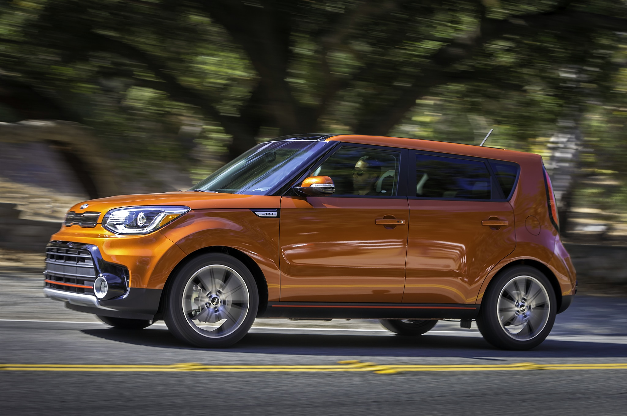 2017 Kia Soul Turbo side in motion