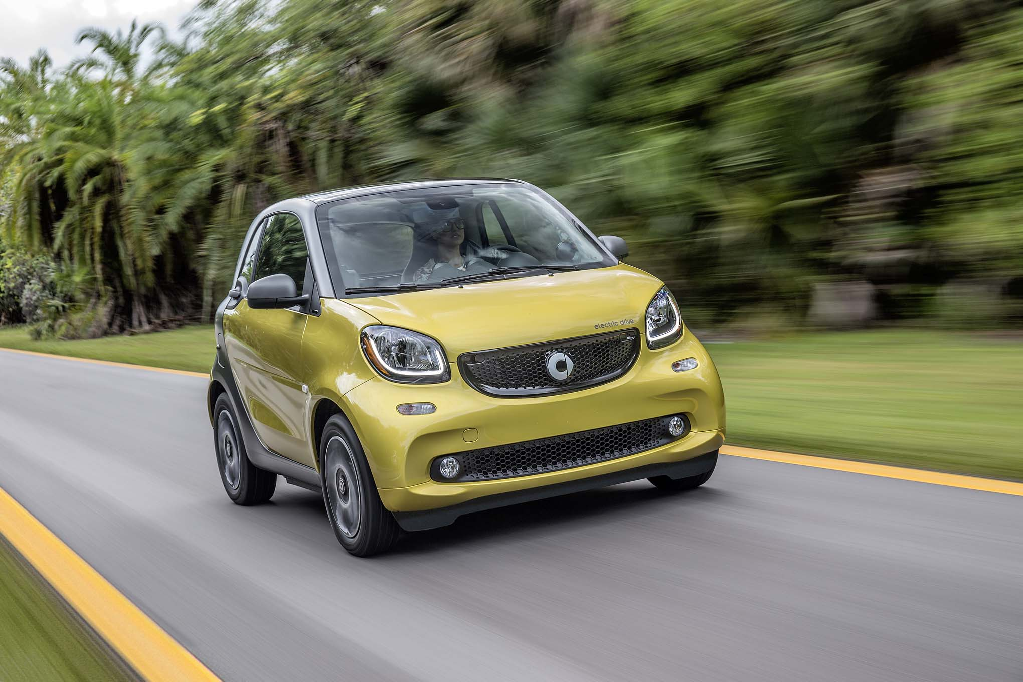 2017 Smart Fortwo Electric Drive Front Three Quarter In Motion 02