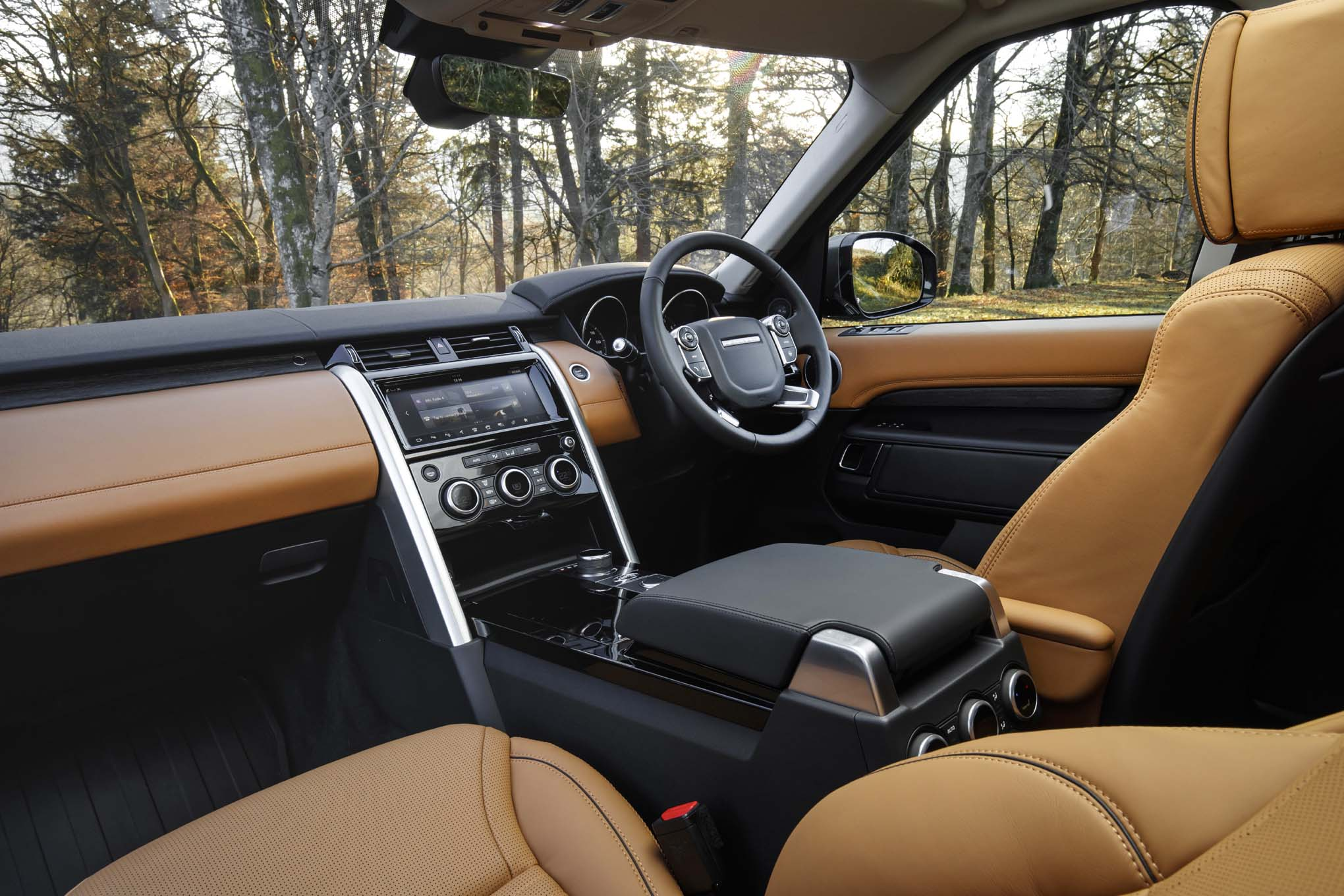 Land rover lr4 interior images for Land rover discovery 2017 interior