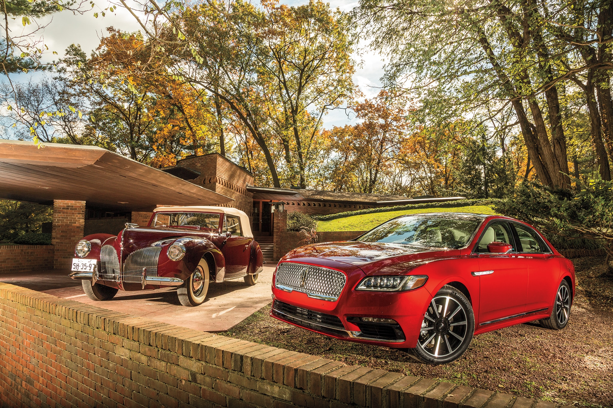 2017 Lincoln Continental And 1940 Lincoln Zephyr Continental Cabriolet 01