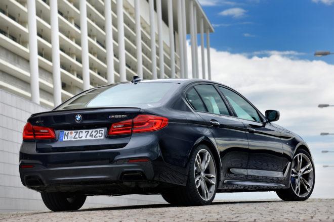 2018 BMW M550i xDrive rear three quarter 01