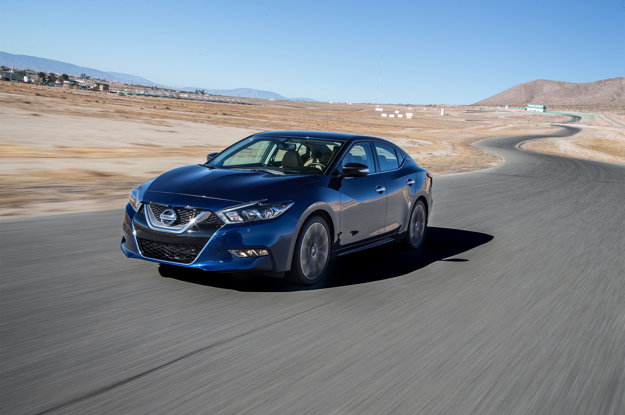2016 Nissan Maxima SR Front Three Quarter In Motion 01