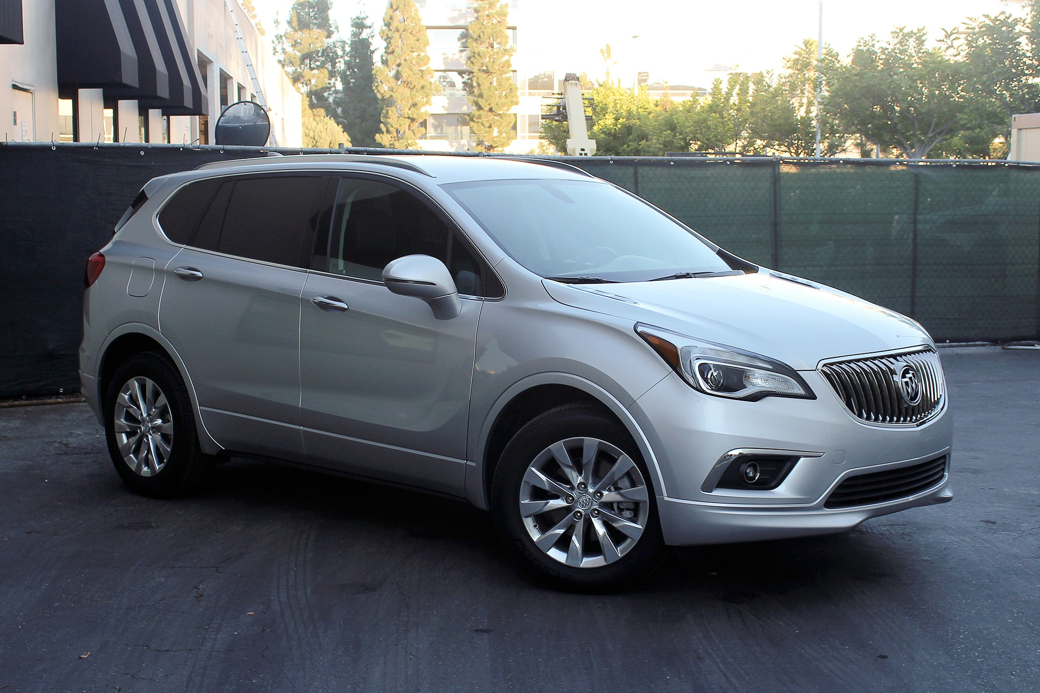 2017 Buick Envision Front Three Quarter 01