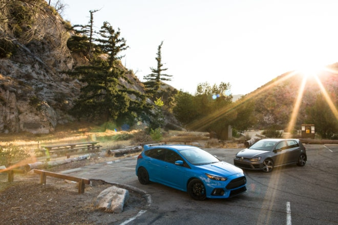 2017 Volkswagen Golf R 2017 Ford Focus RS 06