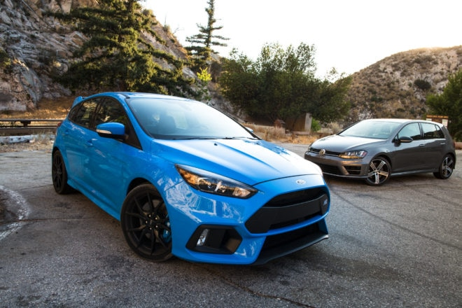 2017 Volkswagen Golf R 2017 Ford Focus RS 08