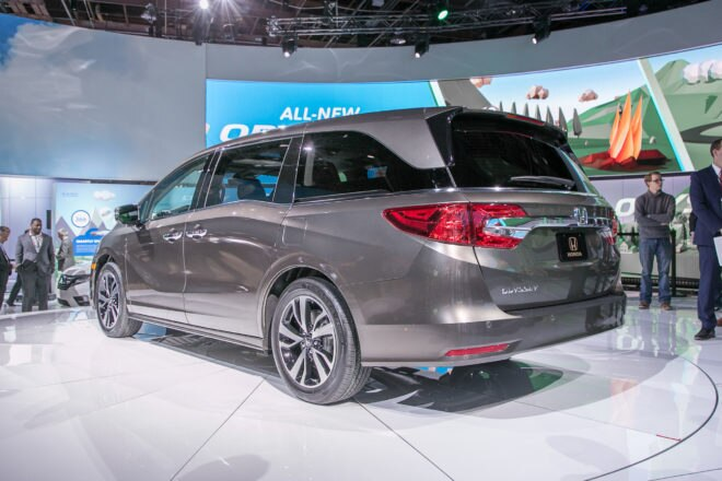 2018 Honda Odyssey rear three quarter