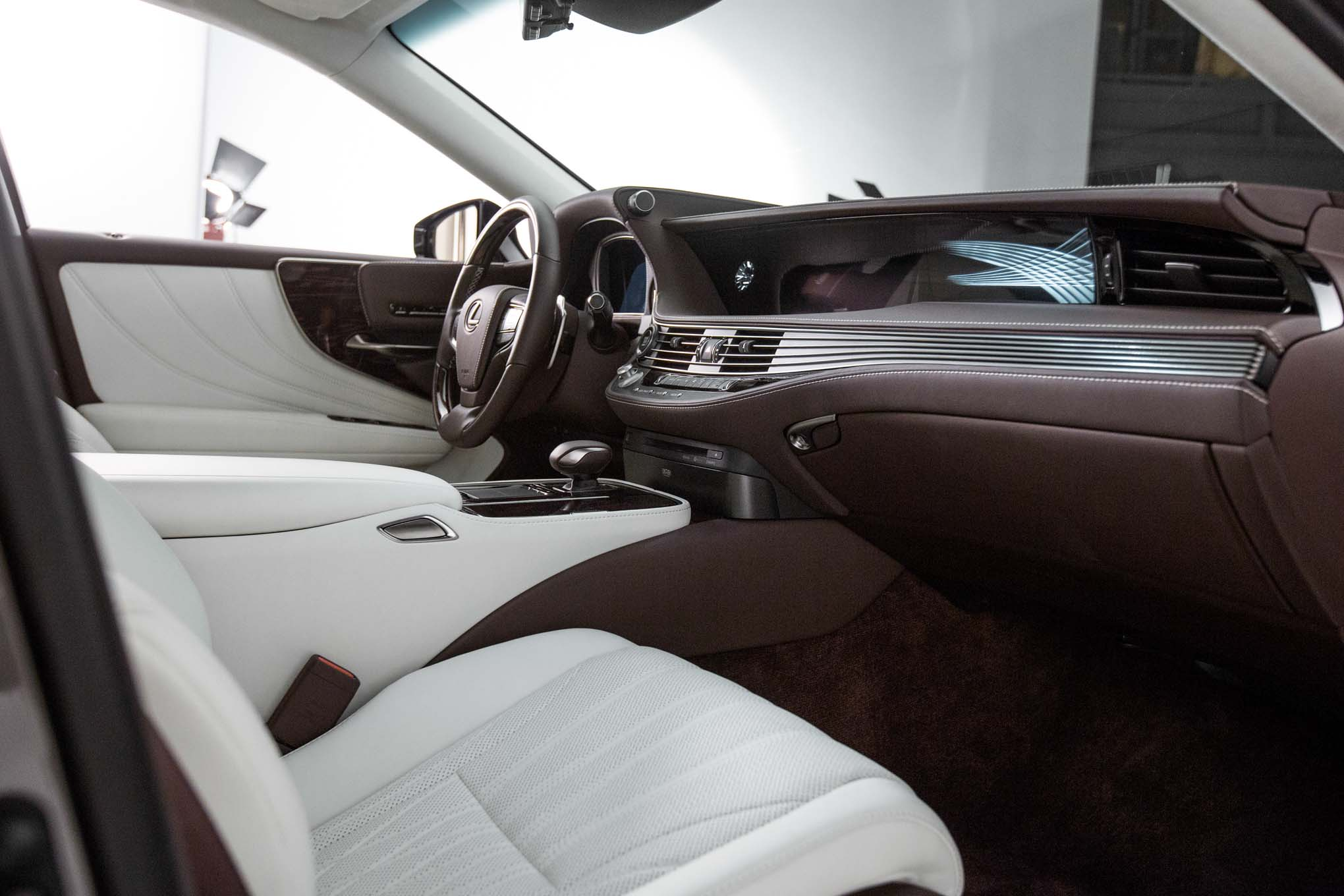 https://st.automobilemag.com/uploads/sites/11/2017/01/2018-Lexus-LS-500-interior-view.jpg