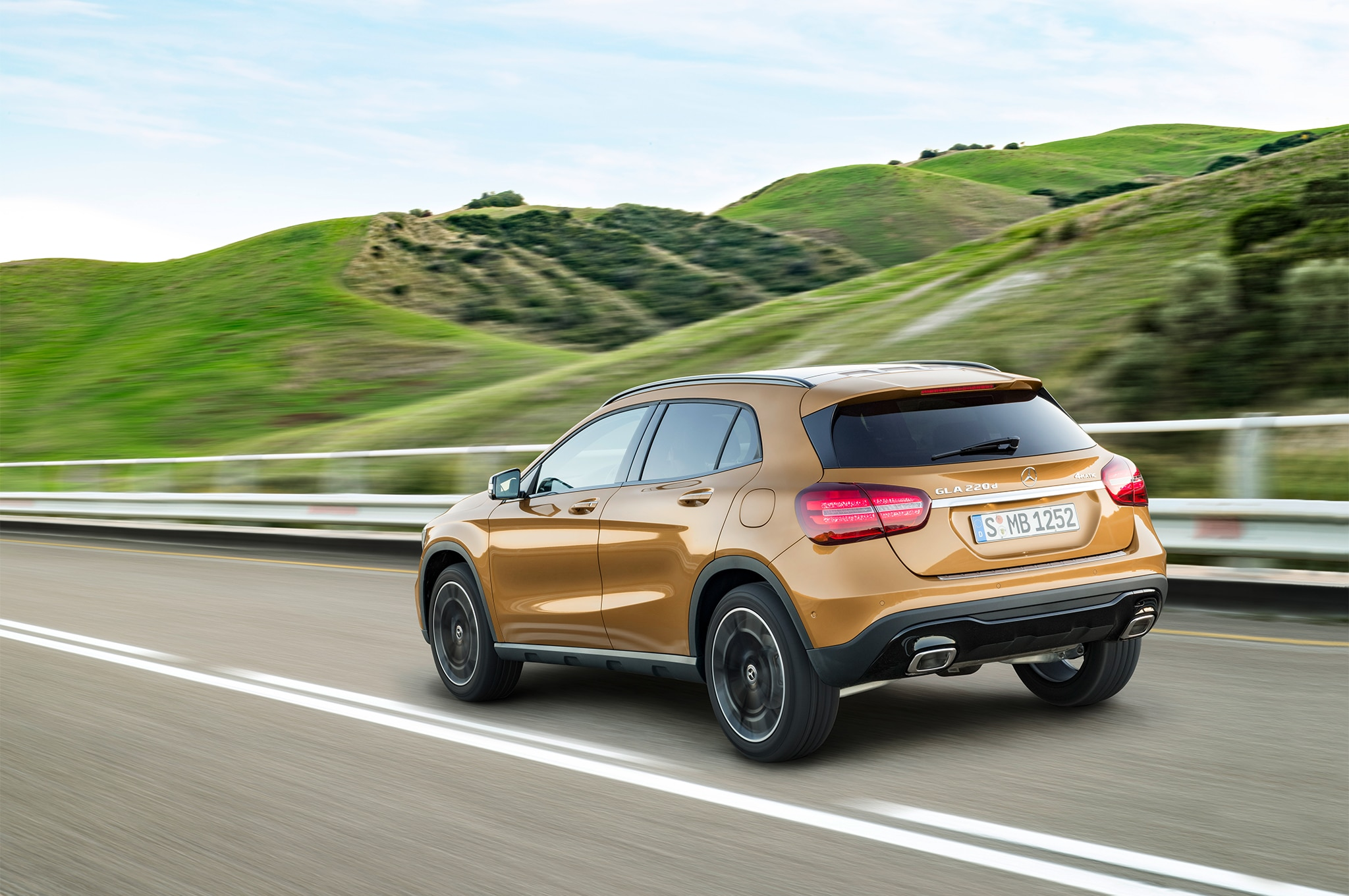 2018 Mercedes Benz Gla Class First Drive Review Automobile Magazine Mb Quart Crossover Wiring Diagram As Well Land Rover Discovery The