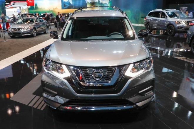 2017 Nissan Rogue Midnight Edition front end