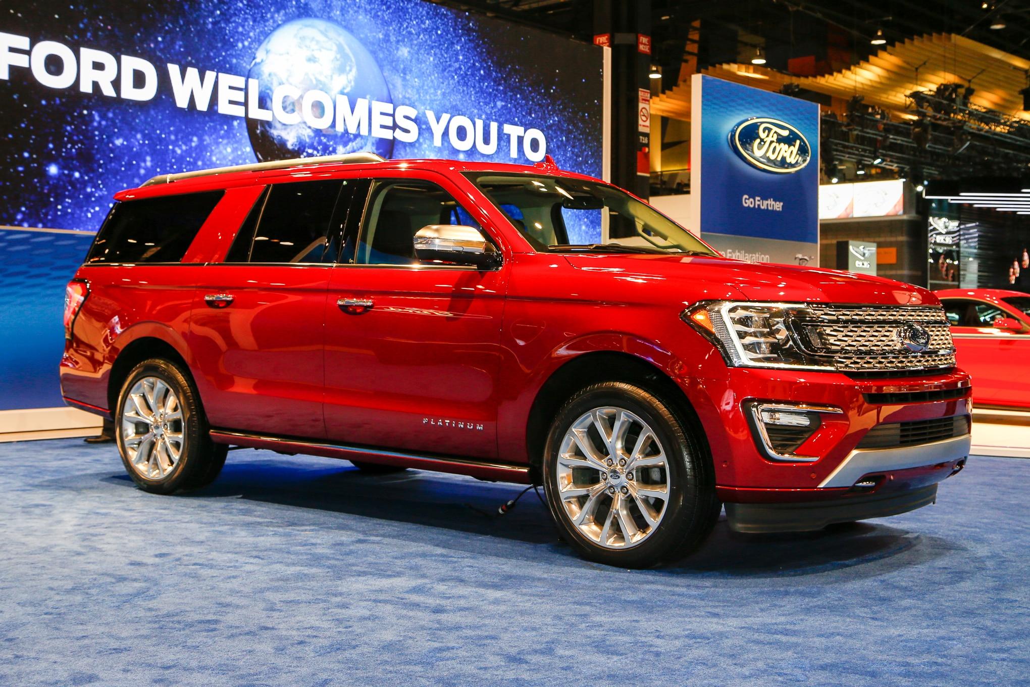 2018 Ford Expedition Platinum Front Three Quarter