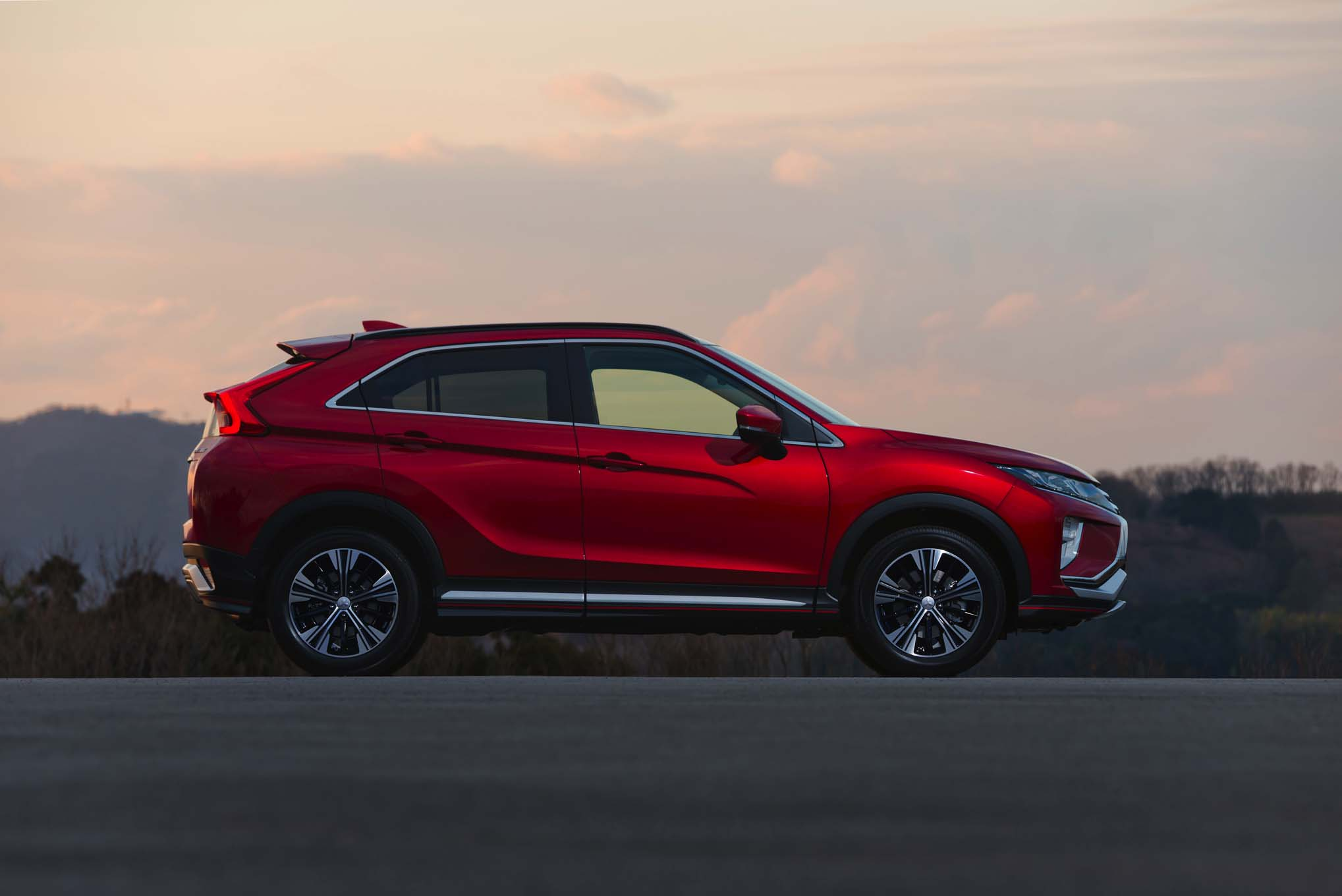2018-Mitsubishi-Eclipse-Cross-side-profile-2