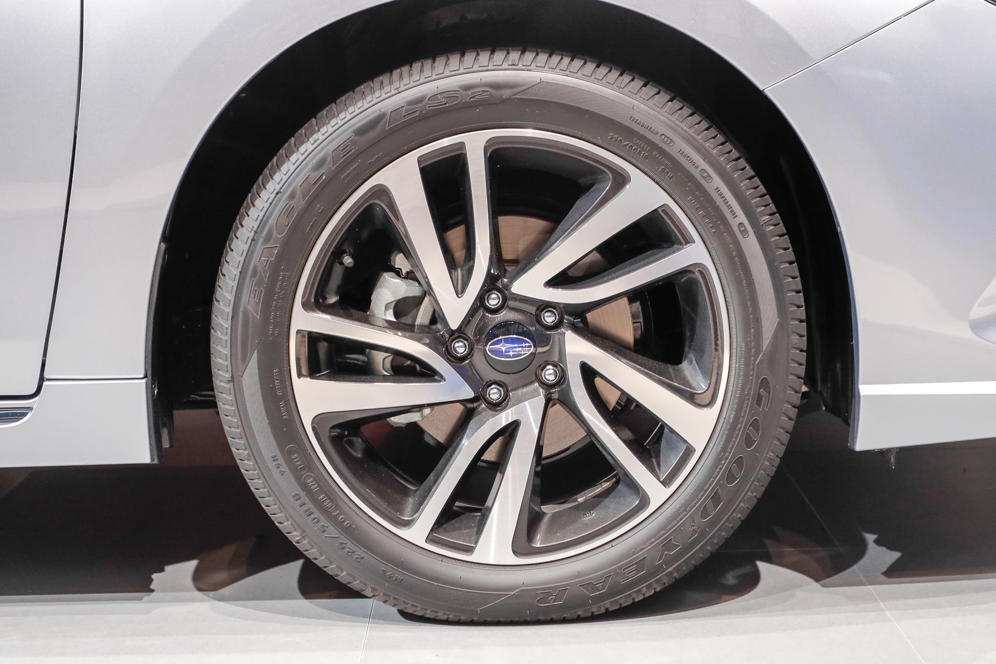 Subaru Legacy: Tires
