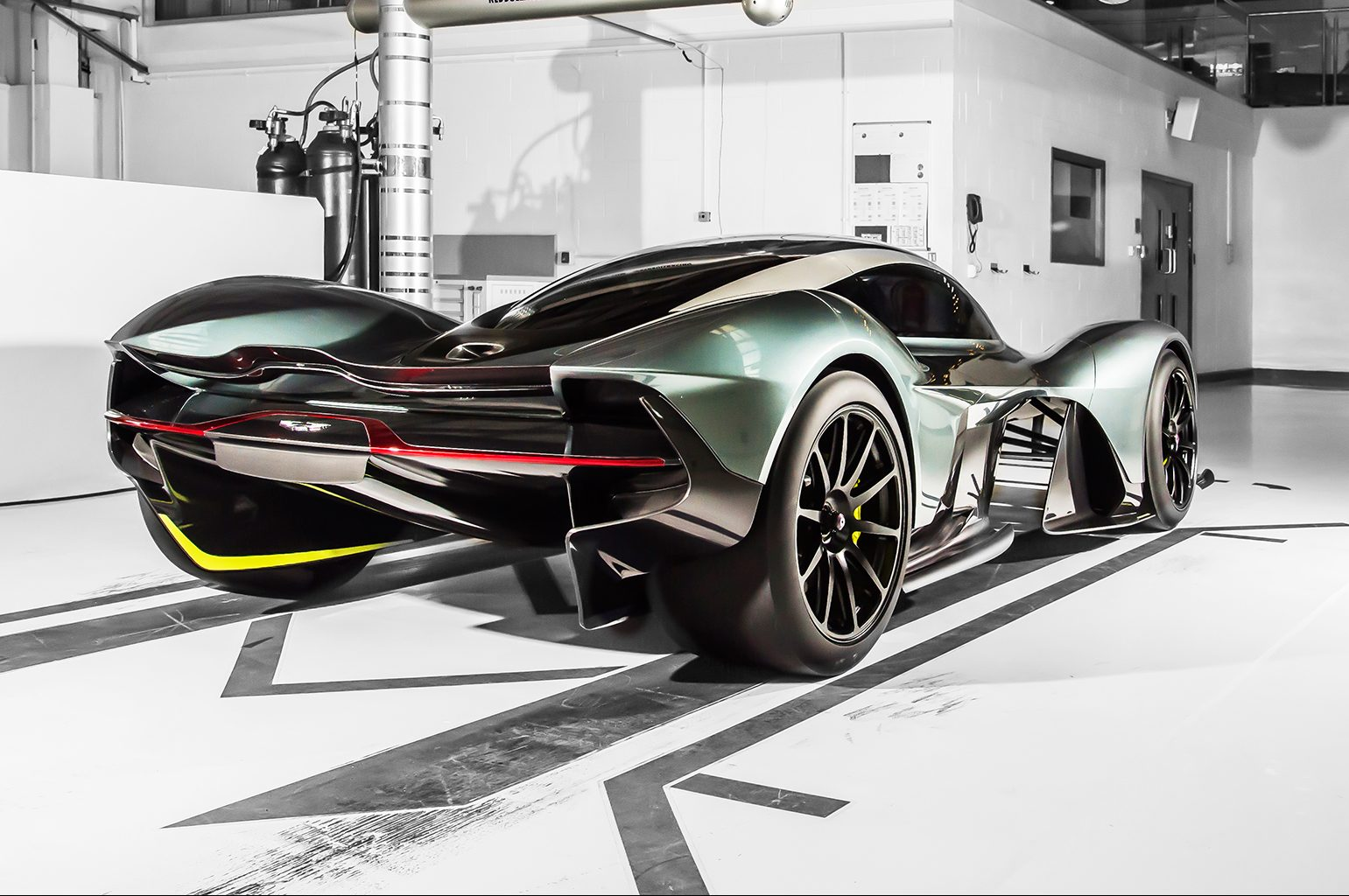 Aston Martin Am Rb 001 Hybrid Hypercar Will Use 6 5l V 12