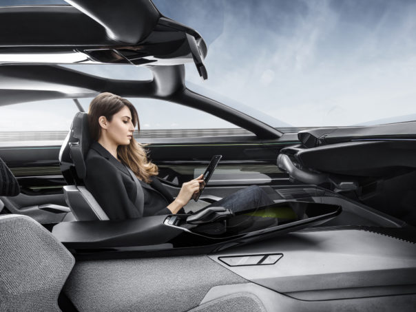 Peugeot Instinct Concept Driver