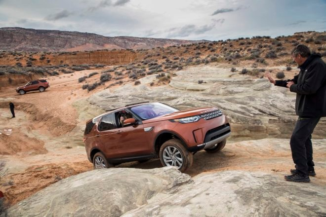 2017 Land Rover Discovery off road front three quarter 02